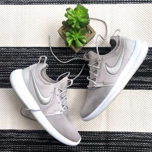 Nike Roshe Two Taupe Gray Sneakers Size 8